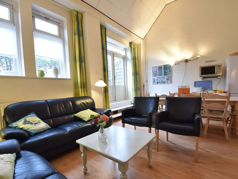 Serene Holiday Home in Bergen aan Zee with Terrace, holiday rental in Bergen aan Zee