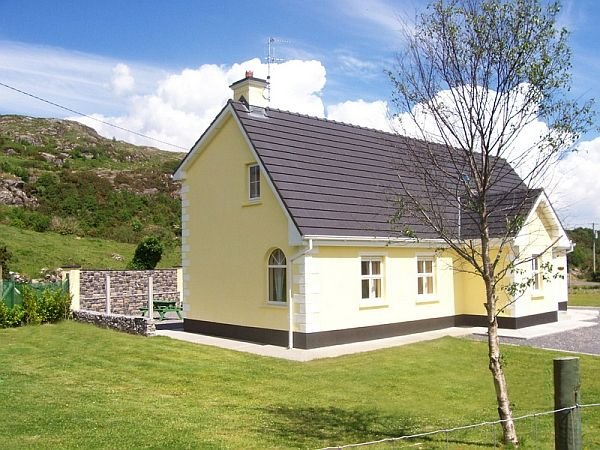 Ti Aine : Beautiful Holiday Home In The Heart Of Wonderful Connemara, vacation rental in Clonbur