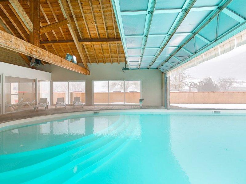 Appartement chaleureux près du Golf   Piscine + Jacuzzi !, vacation rental in Les