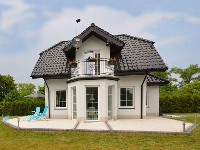A luxury villa in a seaside village.Living room, 2 bedrooms, 2 bathrooms, garden, holiday rental in Dabki