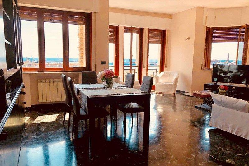 Appartamento Panoramico a 5 min dall'Acquario. Aria condizionata , parcheggio, holiday rental in Savignone