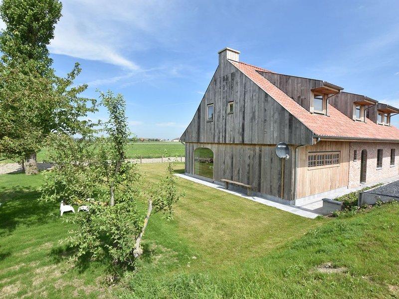 Beautiful Holiday Home in Diksmuide with Terrace, Garden, location de vacances à Oostvleteren