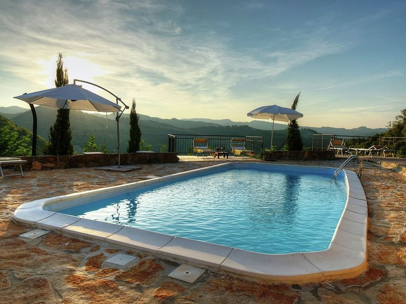 Apartment in the green of the vineyards with swimming pool., alquiler vacacional en Dovadola