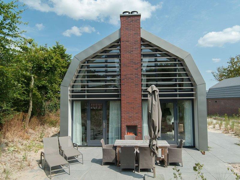 Holiday Home with Sauna near Dunes in Egmond aan den Hoef, holiday rental in Heiloo