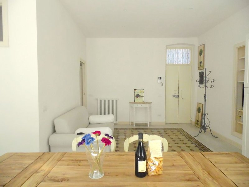 Casa Giardino 2 bedrooms / 2 bathrooms / inside the walls of Lucca, casa vacanza a San Pietro in Campo