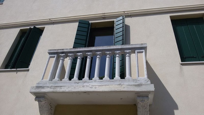 Tranquillo vicino al centro. Ottimo per Venezia. Due persone+divano letto da due, holiday rental in Dosson