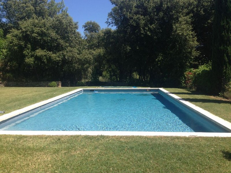 Grande maison dans Bastide avec Piscine (chauffée volet solaire),Tennis,12 pers., holiday rental in Bollene