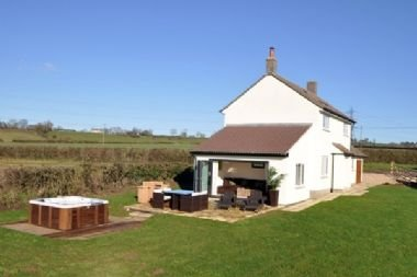 Apple Cottage - sleeps 4 guests  in 0 bedrooms, vacation rental in Bruton