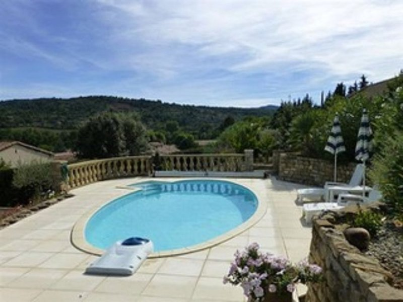 Beautiful Three Bed Detached Villa with Private Pool and Lovely Grounds, holiday rental in Saint-Ferriol
