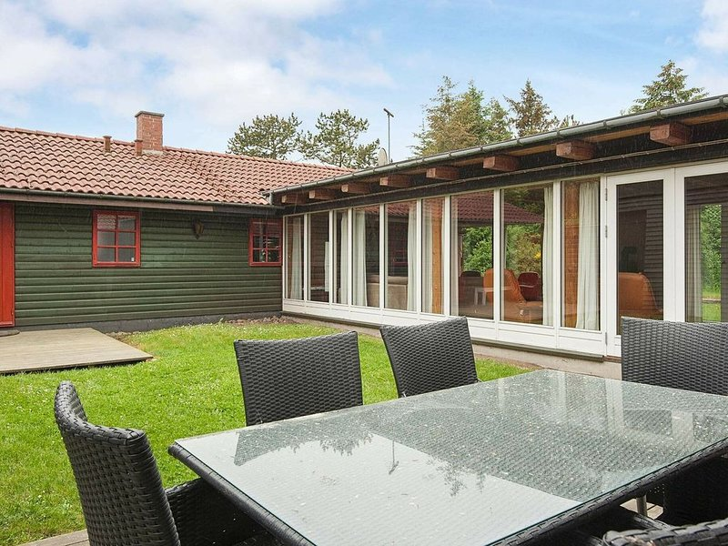 Expansive Holiday Home in Jutland with Sauna, holiday rental in Kjellerup