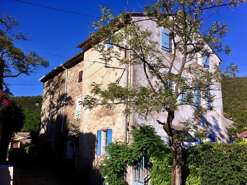 Maison de vacances dans charmant village du Parc Régional du Haut Languedoc, aluguéis de temporada em Lunas