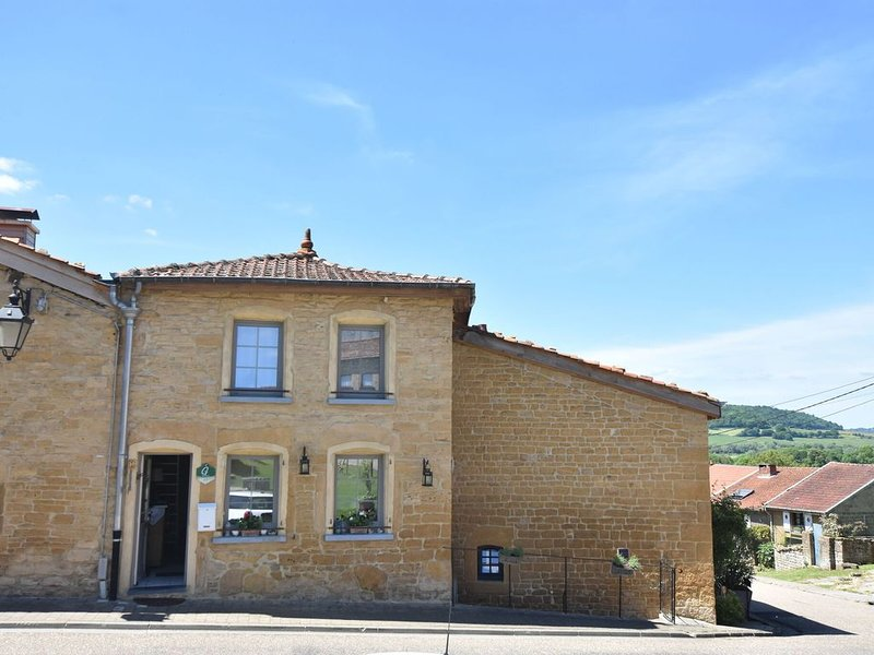 Charming nest cozy, romantic, very comfortable, on a square of Torgny, location de vacances à Stenay