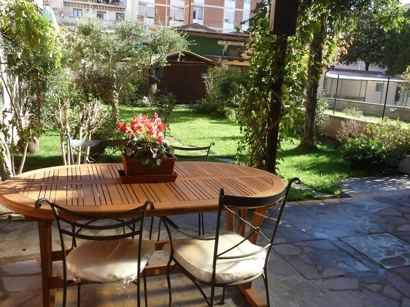 Nice apartment with garden!, holiday rental in Trespiano