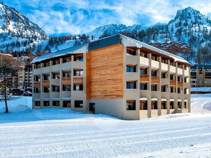 Appartement Rénové à seulement 50m du Télésiège! | Piscine + Sauna sur place, aluguéis de temporada em Sant'Anna di Valdieri