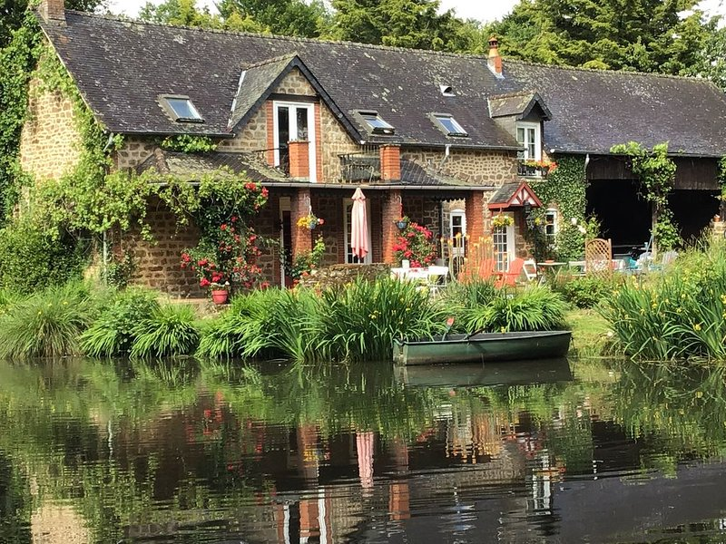 Le Moulin de Merault - Weeping Willow Holiday Cottage, holiday rental in Herce