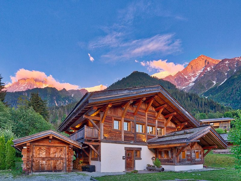 Chalet Anchorage Chamonix 5 ensuite bedrooms Luxury spacious chalet Jacuzzi, ope, holiday rental in Les Houches
