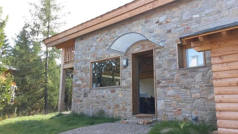 SUPER BOLQUERE chalet neuf, lumieux, ensoleillé  en verre, pierre et bois., holiday rental in Fontpedrouse