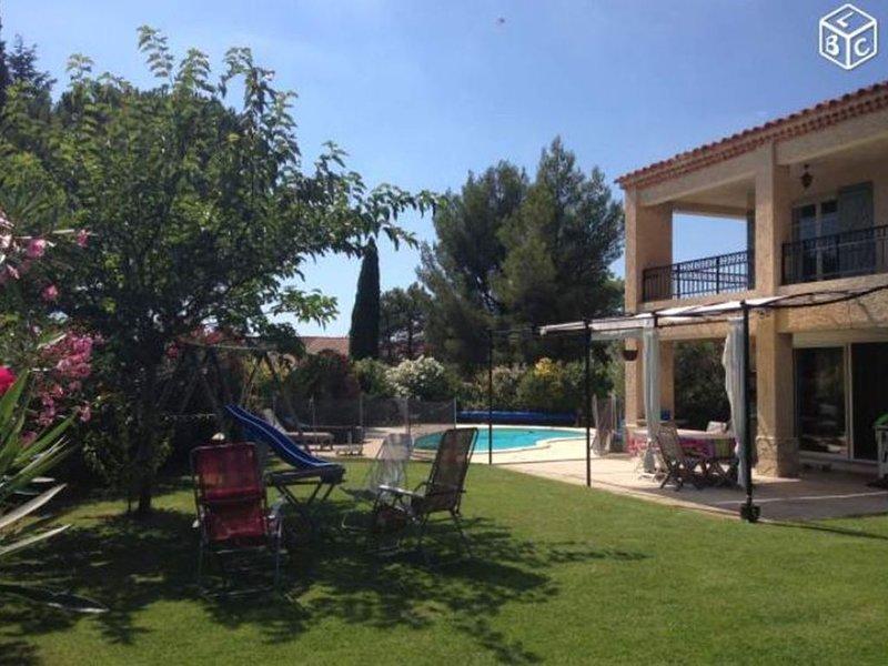 Maison tout confort avec piscine, vacation rental in Cuges-les-Pins