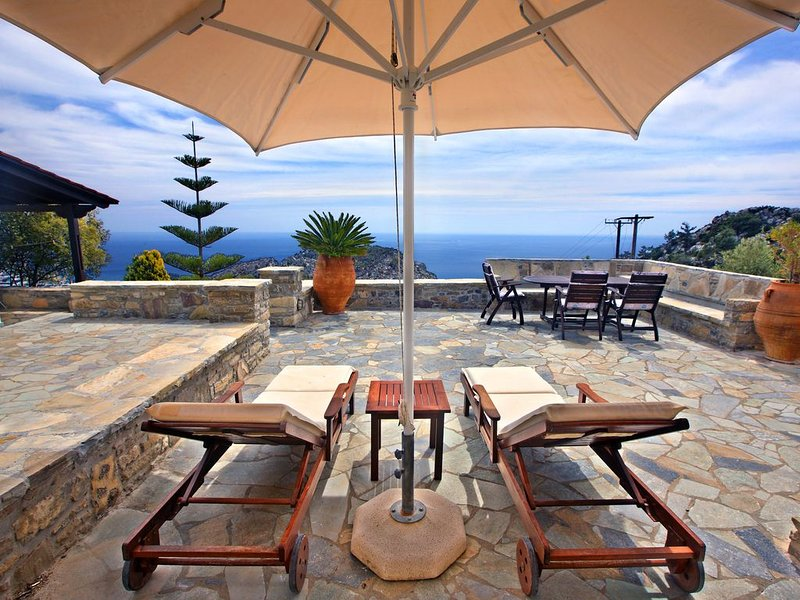 Traditional Cretan House with incredible views, holiday rental in Tertsa