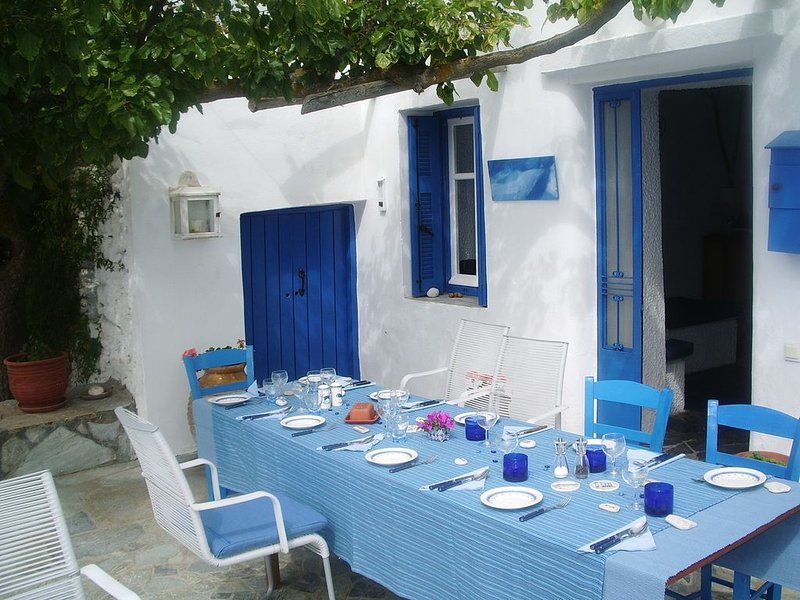 Traditional detached house in a rural location with stunning seaview . seaview ., vacation rental in Paleopolis