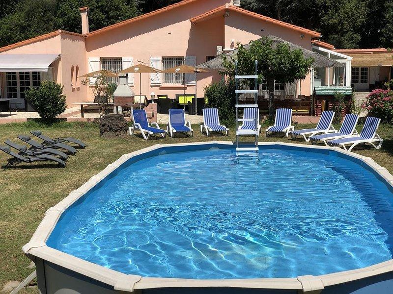 Sur MAS DE 4000M²- VILLA  pr 14 PERS a 5 Mn Des PLAGE, vacation rental in Palau del Vidre