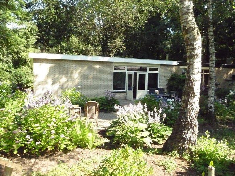 Luxe Bungalow met veel privacy en grote tuin, vacation rental in Doetinchem