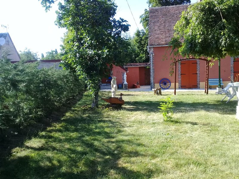 Maison  de  campagne, vacation rental in Villeneuve-sur-Yonne
