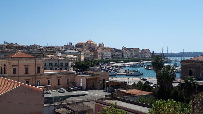 Ortigia, Intero appartamento ristrutturato- vista panoramica mare e porto -  A/C, holiday rental in Testa dell Acqua