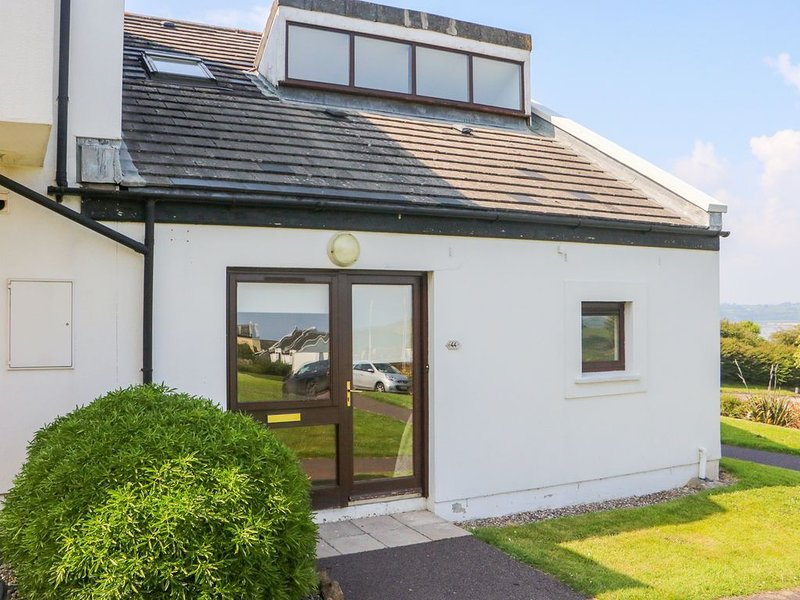 Villa 44, YOUGHAL, COUNTY CORK, vacation rental in Shanagarry