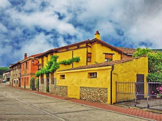 Casa Rural Edulis para 8 personas. De Alta en Turismo CR-LR-43, holiday rental in Zorraquin
