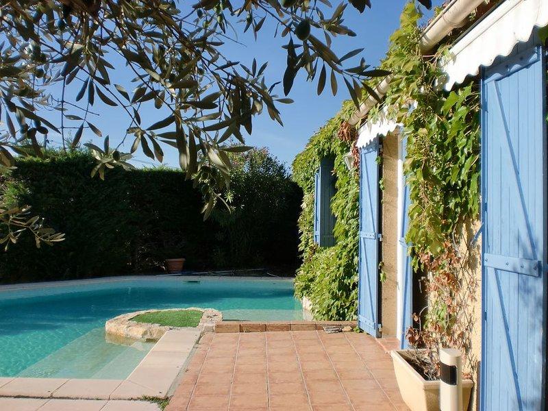 Jolie maison provençale située dans un charmant village., aluguéis de temporada em Saint-Victor-la-Coste