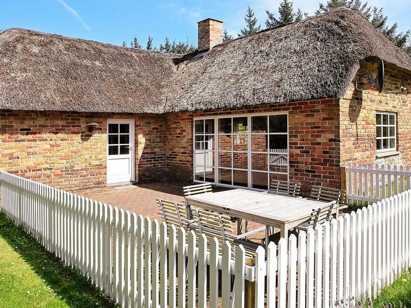 Rustic Holiday Home in Ulfborg with Terrace, holiday rental in Thorsminde