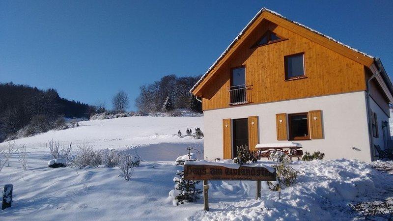 Nieuw vakantiehuis, bij het bos met fantastisch uitzicht, dichtbij  Willingen, location de vacances à Korbach