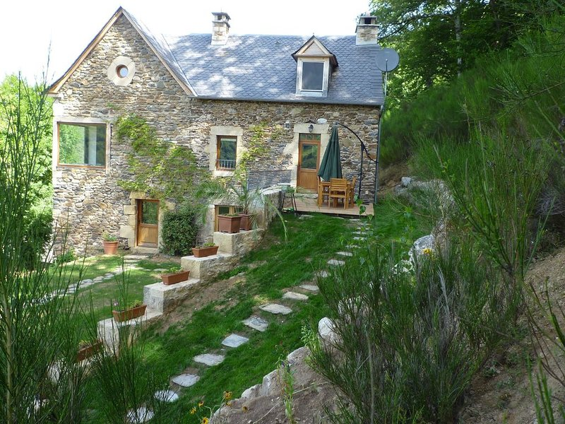 gîtes des louzets pleine nature maison traditionelle Aveyronnaise en pierre, alquiler vacacional en Sainte-Eulalie-d'Olt