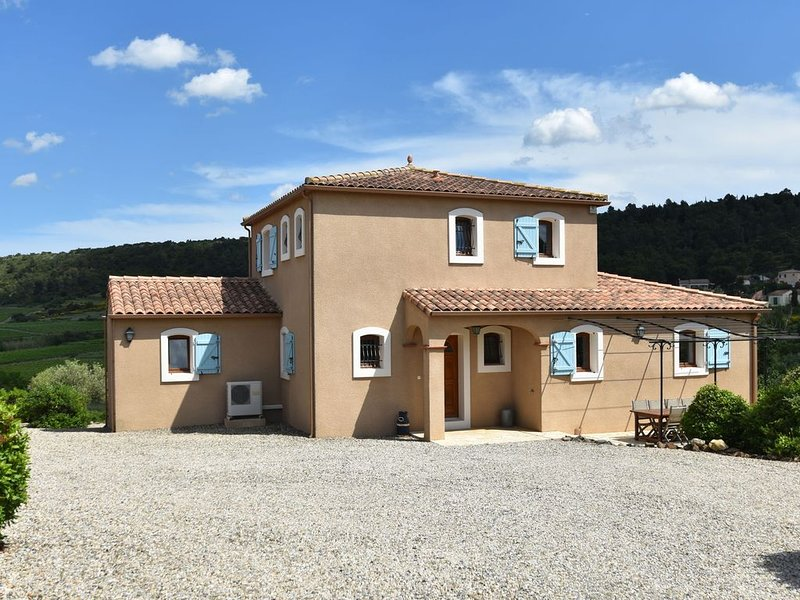 Stunning Villa in Montbrun-des-Corbières with Private Pool, holiday rental in Escales