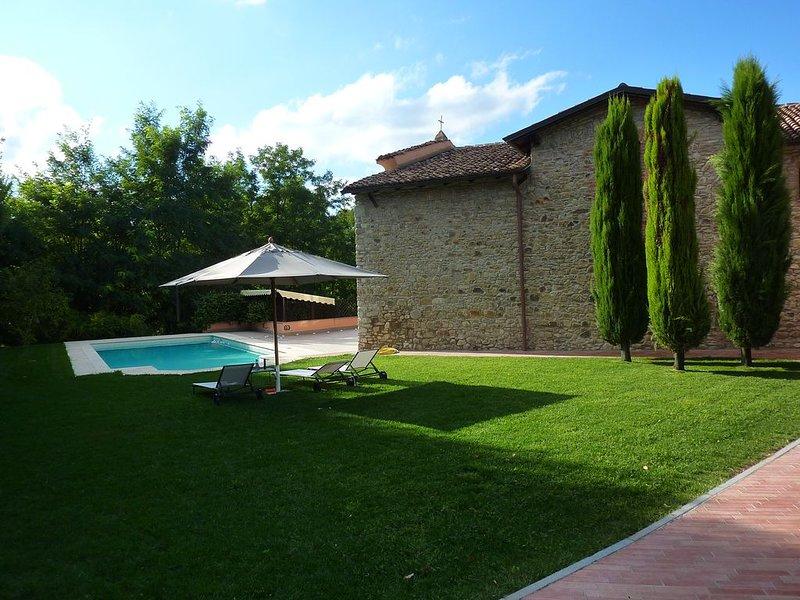 Villa unica sulle colline piacentine con piscina.   Relax e natura., alquiler de vacaciones en Nibbiano