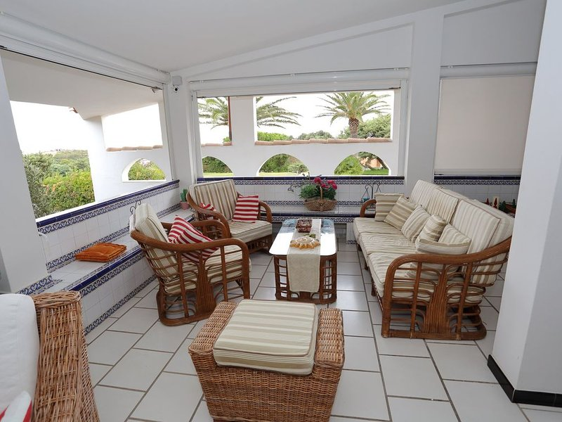 Villa Maria, una piccola isola del relax a due passi dal mare., casa vacanza a Calasetta