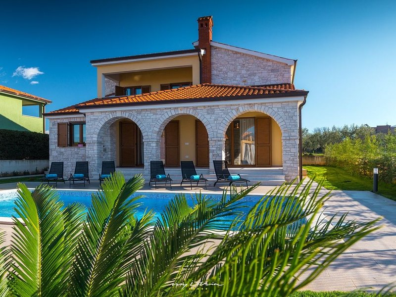 Amazing villa with private pool 5 km from the sea, holiday rental in Galizana