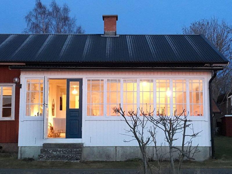 Mysigt sommarhus på Kinnekulle, Blomberg vid Vänern, alquiler vacacional en Costa occidental