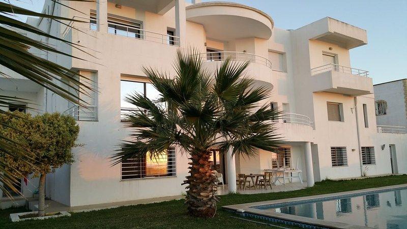 Magnifique grande Villa  avec piscine , calme et vue mer dégagée à El Hawaria., location de vacances à Gouvernorat de Nabeul