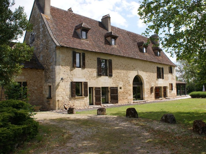 A 2 bed gite cottage with pool on banks of Dordogne, Bergerac, location de vacances à Ginestet