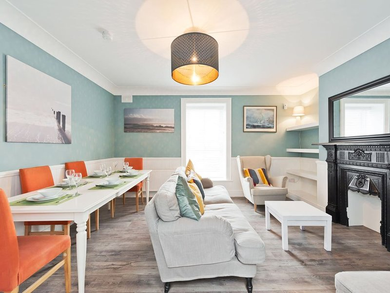 Gorgeous Howth I - Three Bedroom Apartment, Sleeps 6, holiday rental in Skerries