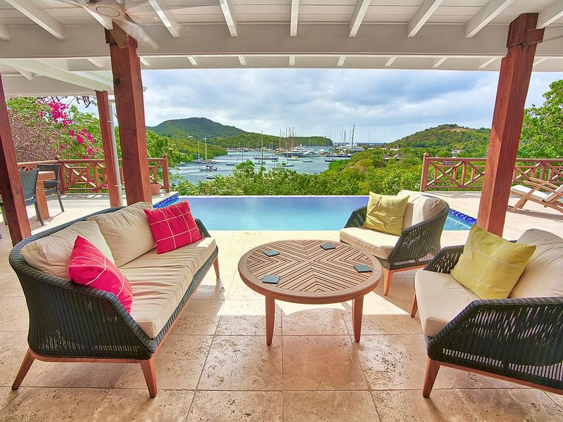 Newly built luxury villa with stunning view, vacation rental in Falmouth