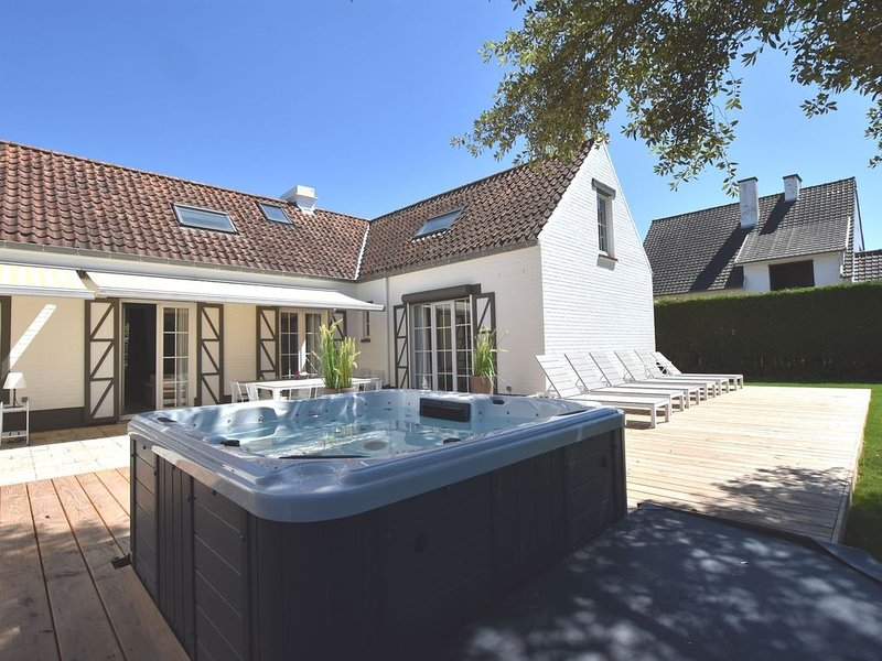Luxury Villa in Sint-Idesbald with Jacuzzi, holiday rental in Sint-Idesbald