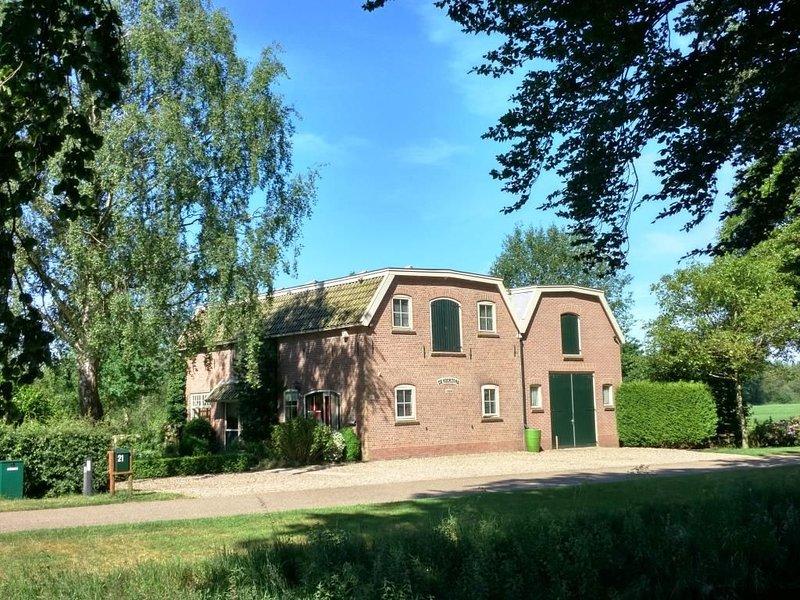 Landelijk gelegen vakantiewoning bij bos en weiland met grote tuin te Heino, vacation rental in Wezep