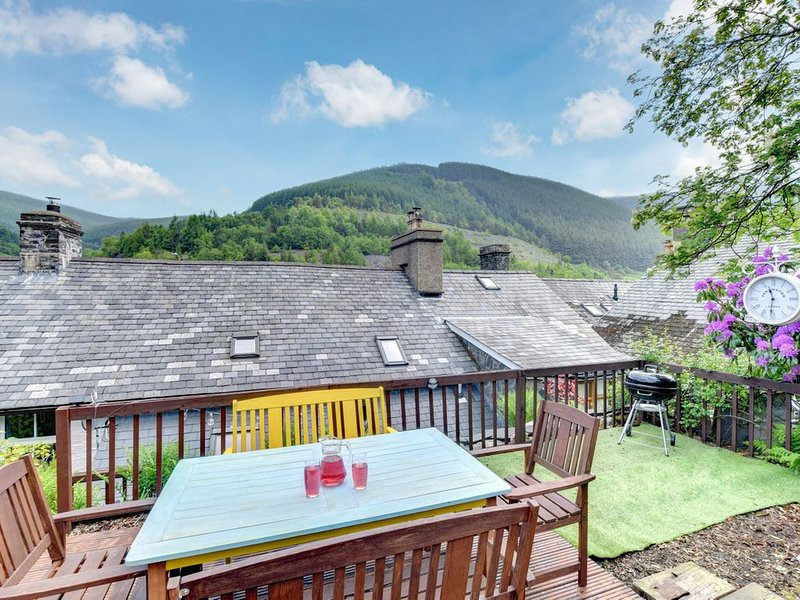 Located in southern Snowdonia, this welcoming cottage has been thoughtfully reno, vacation rental in Corris