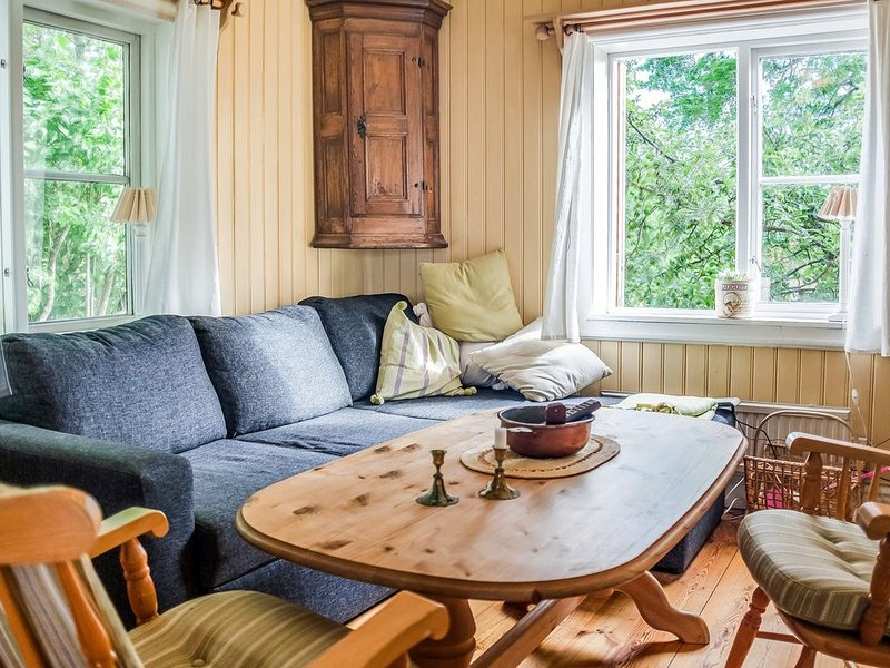 Sun-drenched, Cosy Cabin in Peaceful Setting – semesterbostad i Södermanlands län