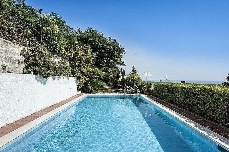 Villa  con piscina privata  e vista da mozzafiato sul Golfo di Gaeta, location de vacances à Minturno