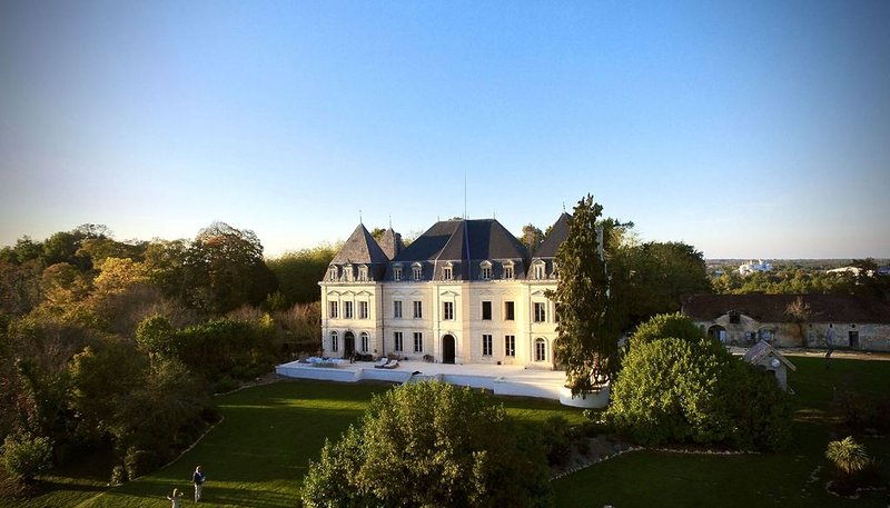Napoleonic Chateau With Private Pool, 30mins To Bordeaux, holiday rental in Saint Martin de Coux