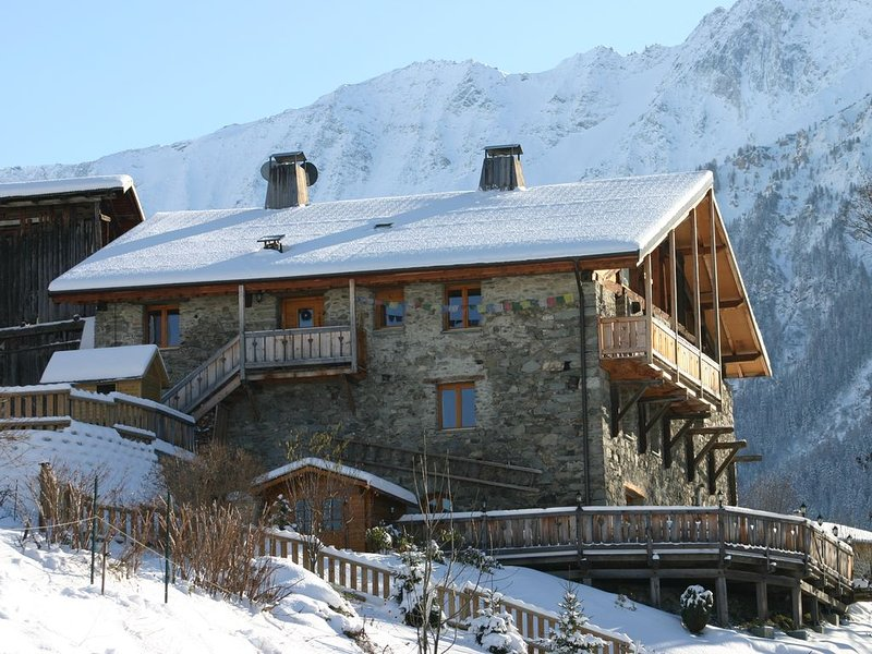19 bed chalet Himalaya with Jacuzzi & Sauna, Les Arcs Paradiski, holiday rental in Peisey